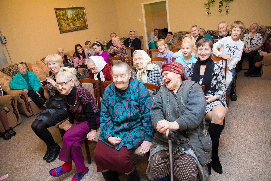 Дом престарелых ленинградской области семейная пара в загородный дом москва частные объявления